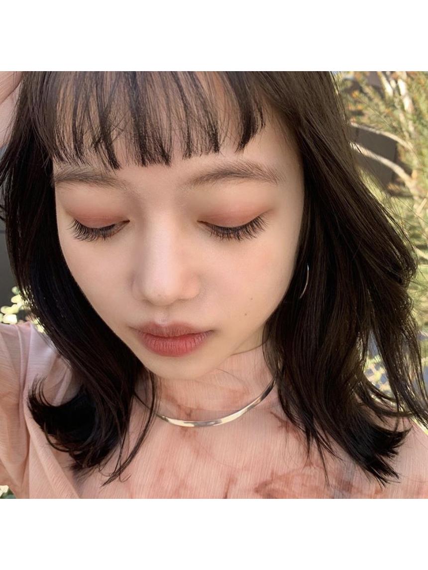 dark brown eyelash